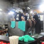 王味 - ○タナシュランばりの店内