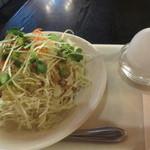 皇帝 - サラダとゆで卵