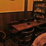 オー・ド・ヴィ - 内観写真:テーブル席もあります