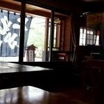 宮本旅館 - 静穏な光が織り成す光景