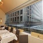 アマルフィイ・モデルナ - 光差す窓際のテーブルでゆったりランチを…