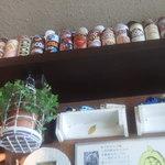 28866651 - 棚の上にココアの缶