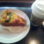 スターバックス・コーヒー - キッシュとコーヒー