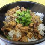 秋葉鶏排 -  魯肉飯(ルーロー飯)