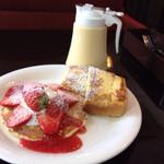 カメリア - 料理写真:苺のパンケーキとフレンチトースト