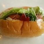 ともえやベーカリー - ミニドックパン ウィンナー80円