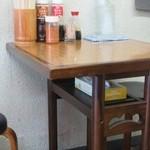四国うどん - テーブル
