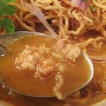 アイヤラー - タイカレー的なスープはサラサラしていて、甘くて辛くて、ヤミツキになりそう。 鶏肉のミンチも入ってます。
