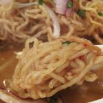 アイヤラー - 揚げ麺だけでなく、茹で麺も入ってます。 コシがある縮れ麺です。