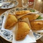 ドミンゴ - ケサディーヤ。中身はチーズとポテト