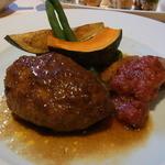 インディゴヴァンガレン - 本日の肉料理は、ハンバーグと鶏肉のグリル