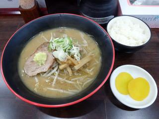 麺屋 玄 - 「味噌らーめん」700円・「ライス小」50円