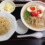 ラー麺通天 - ランチ(博多ラーメン+ミニチャーハン+小鉢)+卵