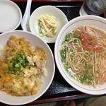 ラー麺通天 - ランチ(博多ラーメン+親子丼(数量限定)+小鉢)