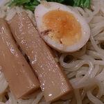 彩華 - 中華麺酒家 彩華 @茅場町 つけめんのつけ汁に入れられる噛み応えを残したメンマとハーフ煮玉子