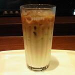 ドトールコーヒーショップ - アイスハニーカフェオレのMサイズです。