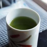 28892469 - 濃緑茶。味は普通です。