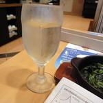 ガスト - グラス白ワイン_税抜き99円