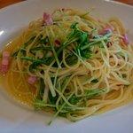 パスタフローラ - ペペロンチーノの水菜とベーコン。大盛り