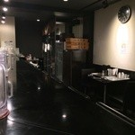 ど・みそ - 黒い店内 カ11席/テ4席