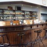 Barホトトギス - カウンターの様子です。 お酒がたくさん
