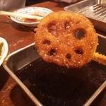 串カツのぼんちゃん - たっぷりソースつけて食べると旨い!