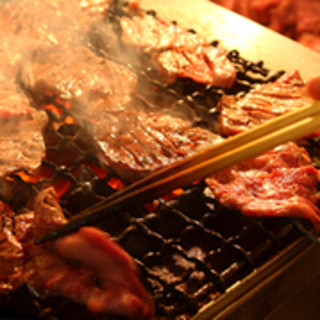 香り・音・温度など五感をくすぐる炭火焼の極意を堪能