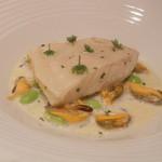 レストラン フウ - 魚料理:フランス産平目、特製ブイヨンで火入れ、ムール貝のスープで