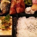 28907413 - 鯖の塩焼き、コロッケ、冷奴、唐揚げの日替り定食