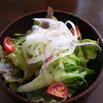 オッサ - セットメニューのサラダ