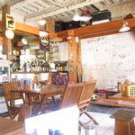 食堂 南風楽天 - ラフ~なカンジの店内です☆♪