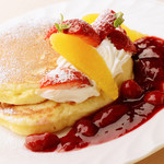 たかじ - たかじのパンケーキ(ベリーソース)