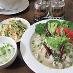 ラーンガンエーン - 夏季限定のグリーンカレー冷麺880円です。トムヤム冷麺もあります。