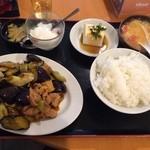上海厨房 玲玲 - 鳥肉となすの辛味炒め定食(2014.05)