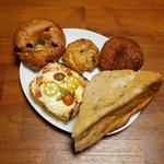 28916057 - エンゼルノア・チーズフォンデュ・クランベリーベーグル・豆乳スコーン(ラムレーズン)・カレードーナツ