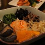 牛仙 by ドラゴン カルビ - ナムル盛り670円