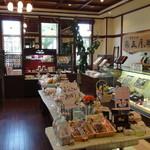 五月ヶ瀬 - 店舗内。焼き菓子コーナー