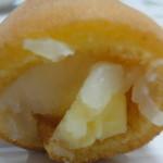西善製菓舗 - 白餡とチーズクリームがたっぷり入っています。