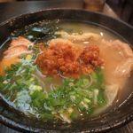 雲呑房 麺家 - 三色雲呑麺辛味噌のせ