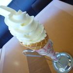 ラウンジ ソレイユ - 料理写真:soft cream ミルク324円