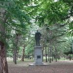 レストラン・モリエール - 円山公園の中に佇む岩村通俊之像(初代北海道庁長官)