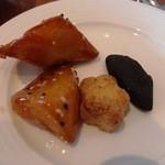 風庭 - 大学芋とクッキー。 黒いのは炭?のクッキーでした