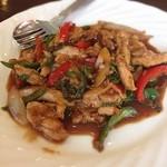 サワデーすみ芳 - パアッカパアオ 鶏肉と香辛料の炒め物