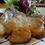 28929011 - やまゆりポークの骨付きロース香草焼・地野菜添えの肉アップ