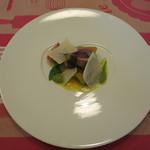 ククセモワ - 鰹のグリエと焼き茄子、バジルのソースと温泉玉子のソース