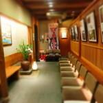 がんこ寿司 - かなり大箱の店、「和」の空間である。