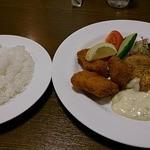 ビーハイブ - ハンバーグと白身魚のランチ