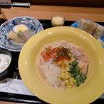 雪月花 神田川 - お昼の新しいメニュー(うどんサラダ)