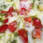 チーズケーキ CAFE MAGY - バジスソースピザ