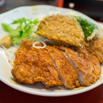 くま乃 - カツライス定食のとんかつ
